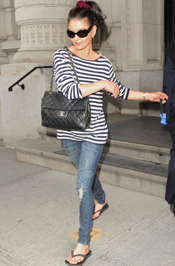 The actress has been photographed wearing the Havaianas Brazil Flip Flop frequently.
