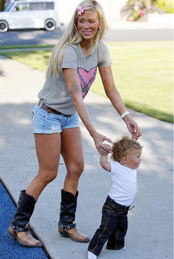 She was spotted wearing this tee-shirt while playing with her son.