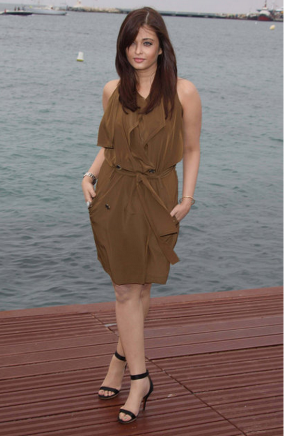 Aishwarya Rai Bachchan was spotted wearing the breathtaking Lanvin Halter Double Breasted sleeveless trench dress during the Heroine photocell in Cannes last year.