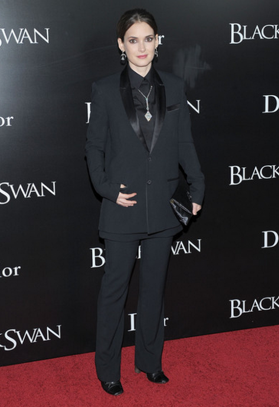 "The actress carried her designer clutch to the ""Black Swan"" NYC premiere."