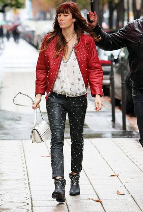 Biel carried Isabel Marant 'Linda Elvis' bag during her October 2012 Paris trip.