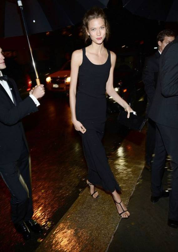 The world's #2 model accentuated her slim figure wearing a straight-cut maxi dress which comes with a scoop neck, tear-drop fastening and wide straps.