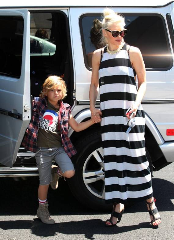 Gwen Stefani drives Mercedes-Benz G-Wagon