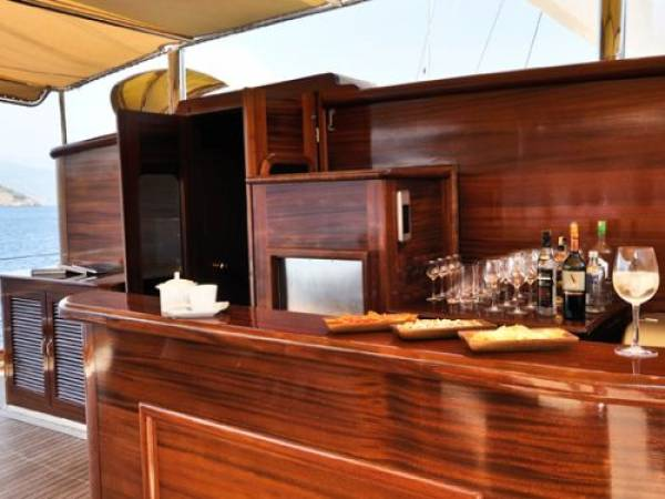 Superyacht Regina_Bar