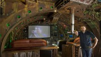 King Kong signwriter turns sci-fi into reality with a Submarine Home Theater