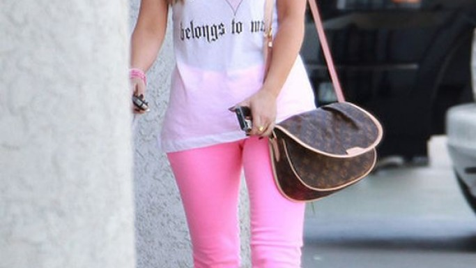 Jennifer Love Hewitt has been spotted wearing the J Brand 811 Mid-rise jeans on multiple occasions.
