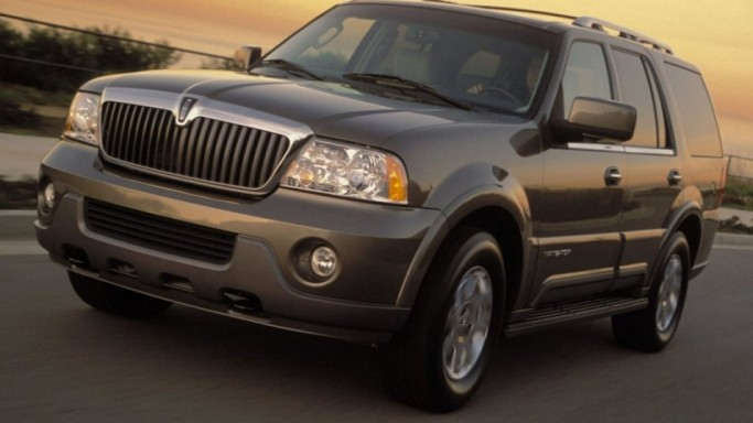lincoln navigator suv bornrich price features luxury. Black Bedroom Furniture Sets. Home Design Ideas