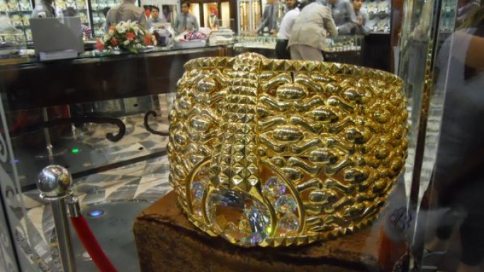World's largest gold ring is too big to fit your finger