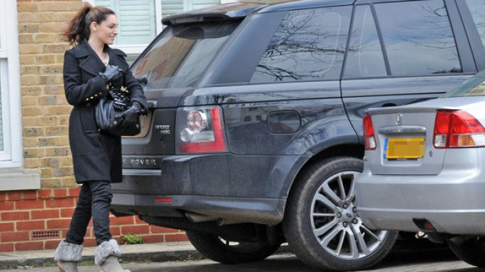 Kelly Brook drives Range Rover