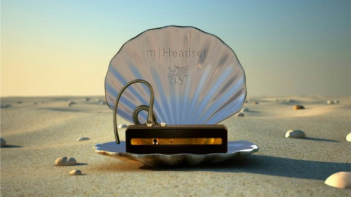 Mobiado Bluetooth Headset made of sapphire crystal and mother of pearl