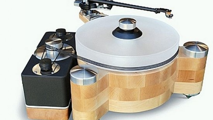 Groove Master turntable in wood by PBN Audio