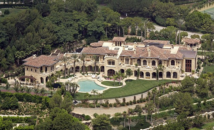 A vast estate that eddie murphy and ex wife nicole bought for Billionaire homes in usa
